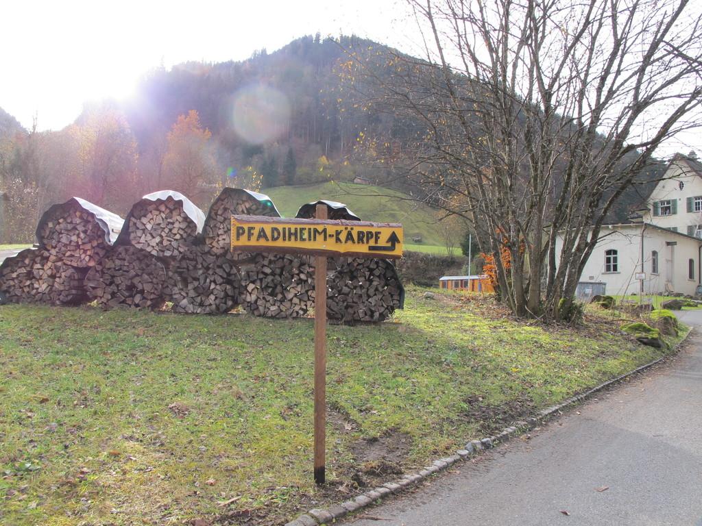 Pfadiheim Kärpf, 8762 Schwanden - 9011